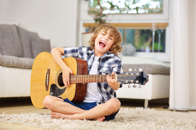 即実践できるアイデアを得て、 最短距離でギターを楽しめるようになりたくありませんか?